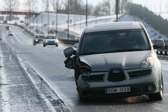 Швед в Вильнюсе снес дорожные знаки