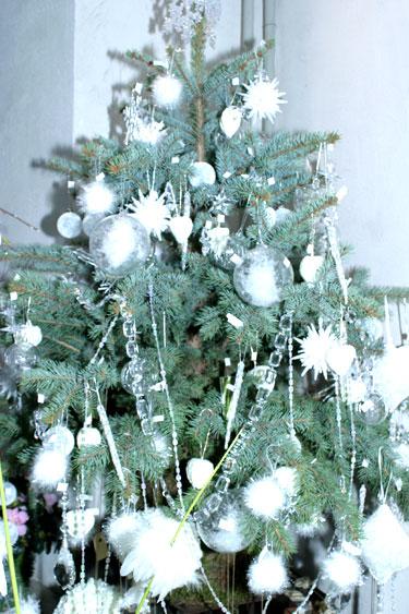 """Baltos Kalėdos. """"Rotušės Floralitos"""" kalėdinė kompozicija"""
