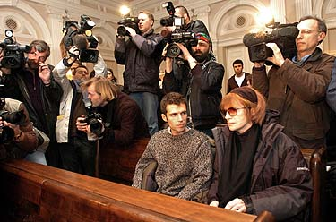 Žurnalistai B.Cantat teismo procese
