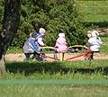 Vaikai, vaikų darželis, karuselė