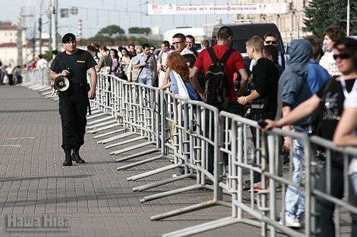 Проходит молчаливая акция, ОМОН оцепил центр Минска