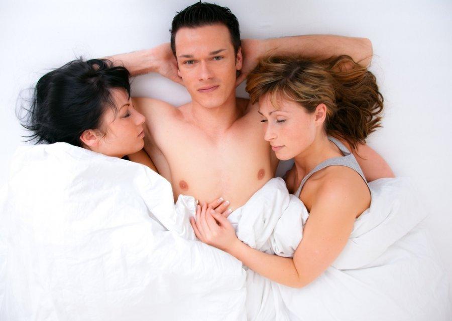 Три девушки один парень, мамка с пышными формами
