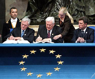 Lietuvos vadovai pasirašo Europos Sąjungos Konstitucijos sutartį