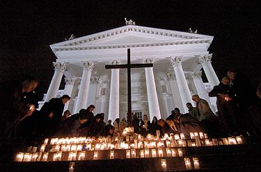 Suomiai meldžiasi už cunamio aukas