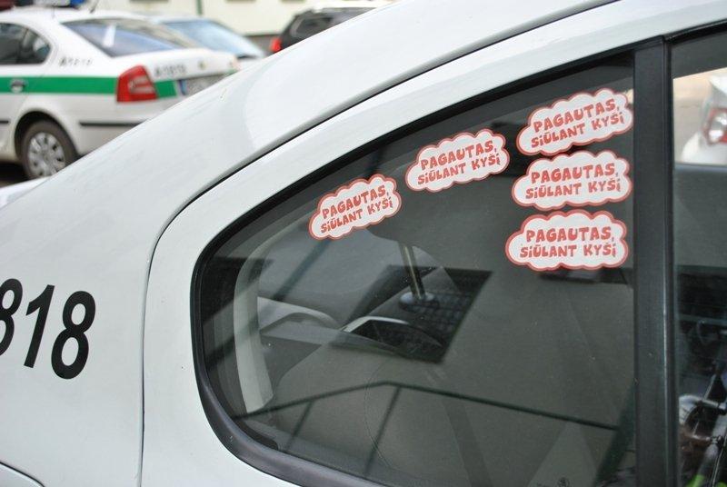 Auto lipdukai ant stiklo