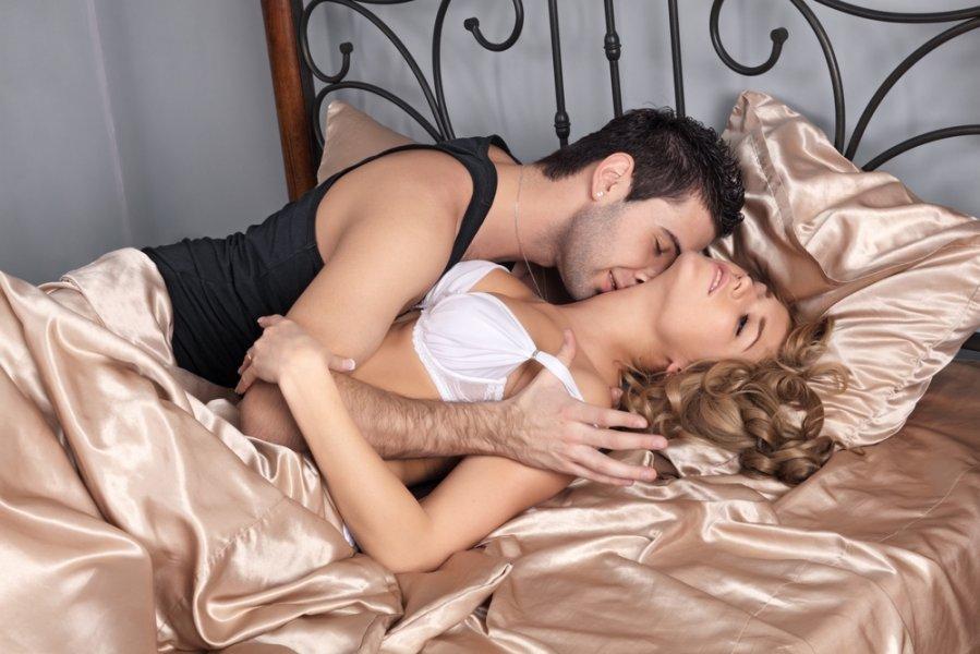 kartinki-molodih-v-posteli