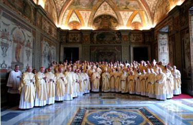 Popiežius Benediktas XVI, Vokietijos Kardinolas Josephas Ratzingeris pozuoja su Kardinolais Vatikane.