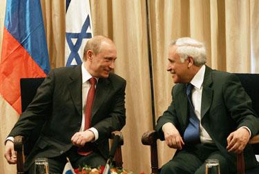Vladmiras Putinas ir Moshe Katzavas