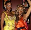 Beyonce Knowles šalia savo vaškinės figūros