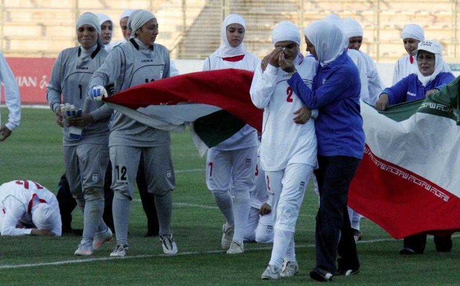 Восемь игроков женской сборной Ирана по футболу оказались мужчинами - RU.DELFI