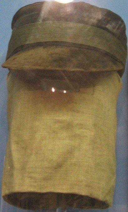 Josepho Merricko kepurė ir veidą maskuojantis gobtuvas