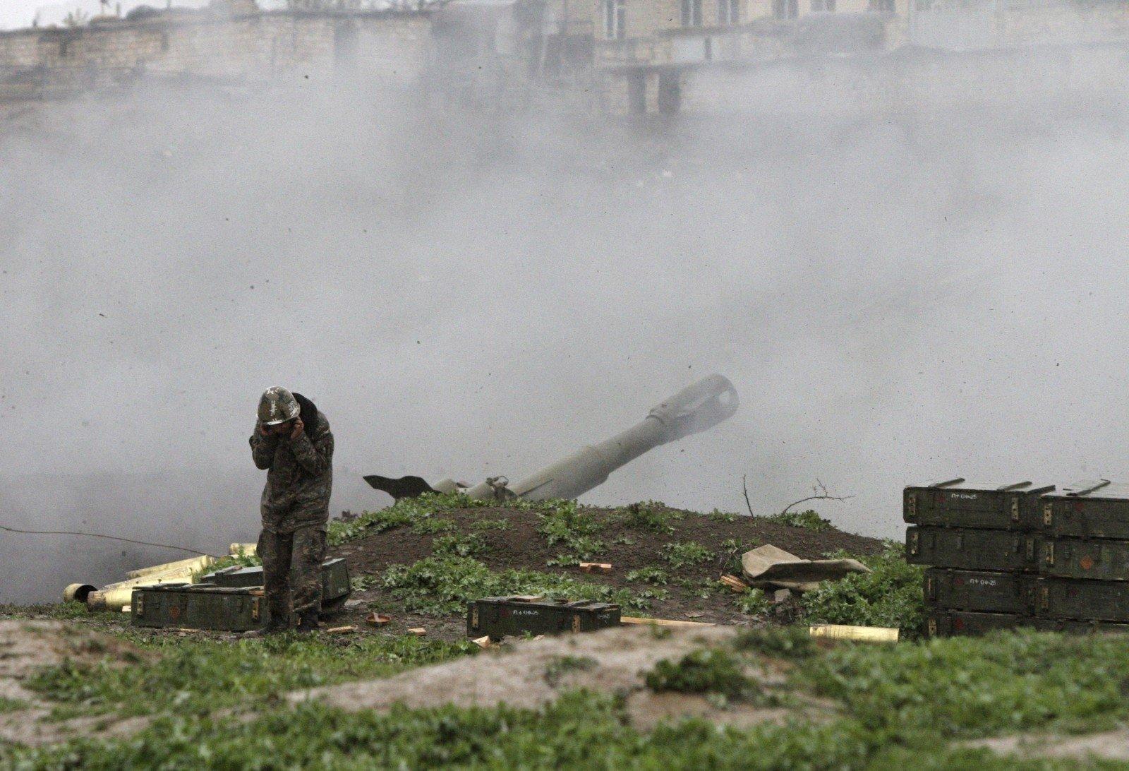 Минобороны Азербайджана опубликовало кадры уничтожения штаба вКарабахе