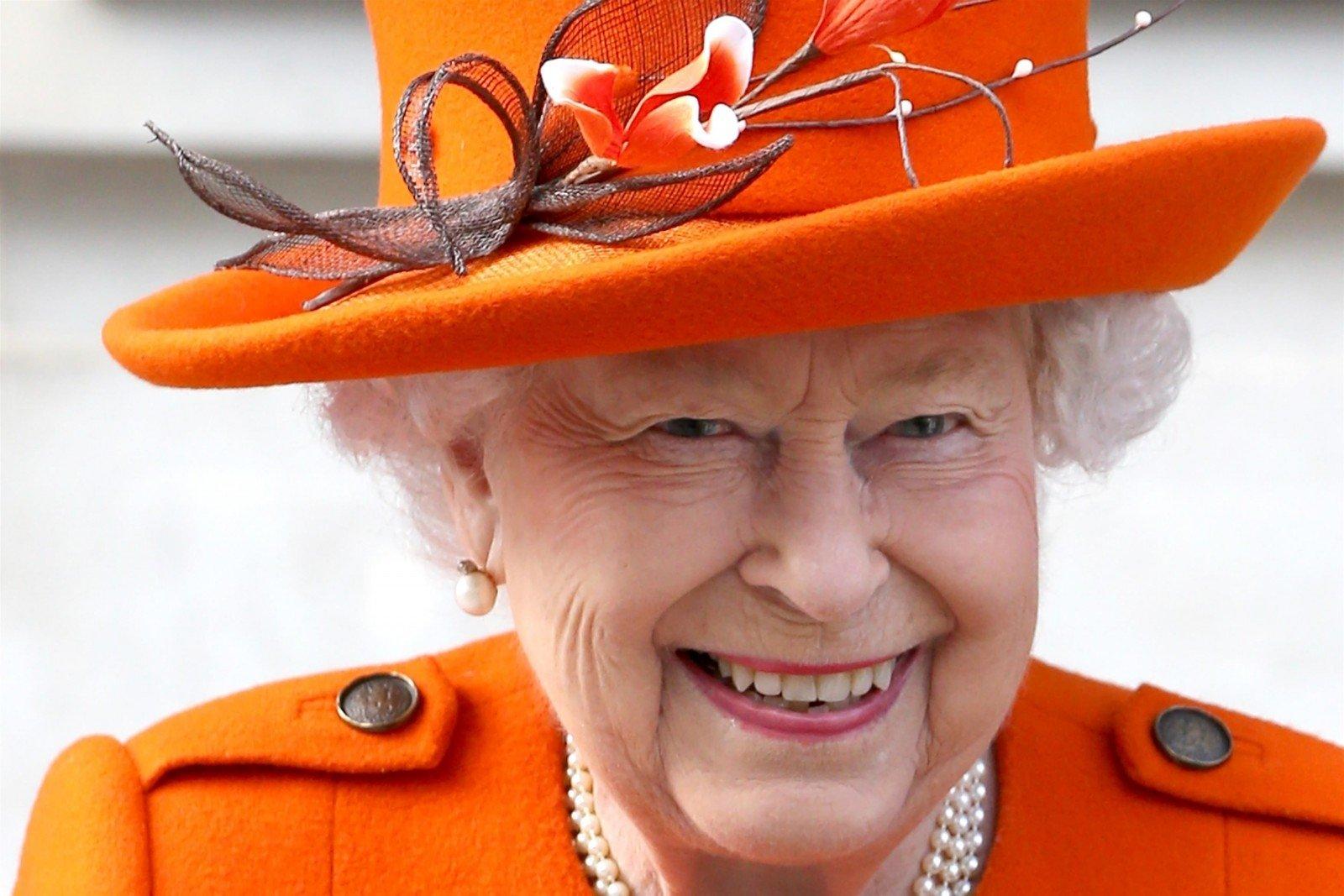 Я говорю с вами в чрезвычайно непростое время: королева Елизавета II обратилась к британцам