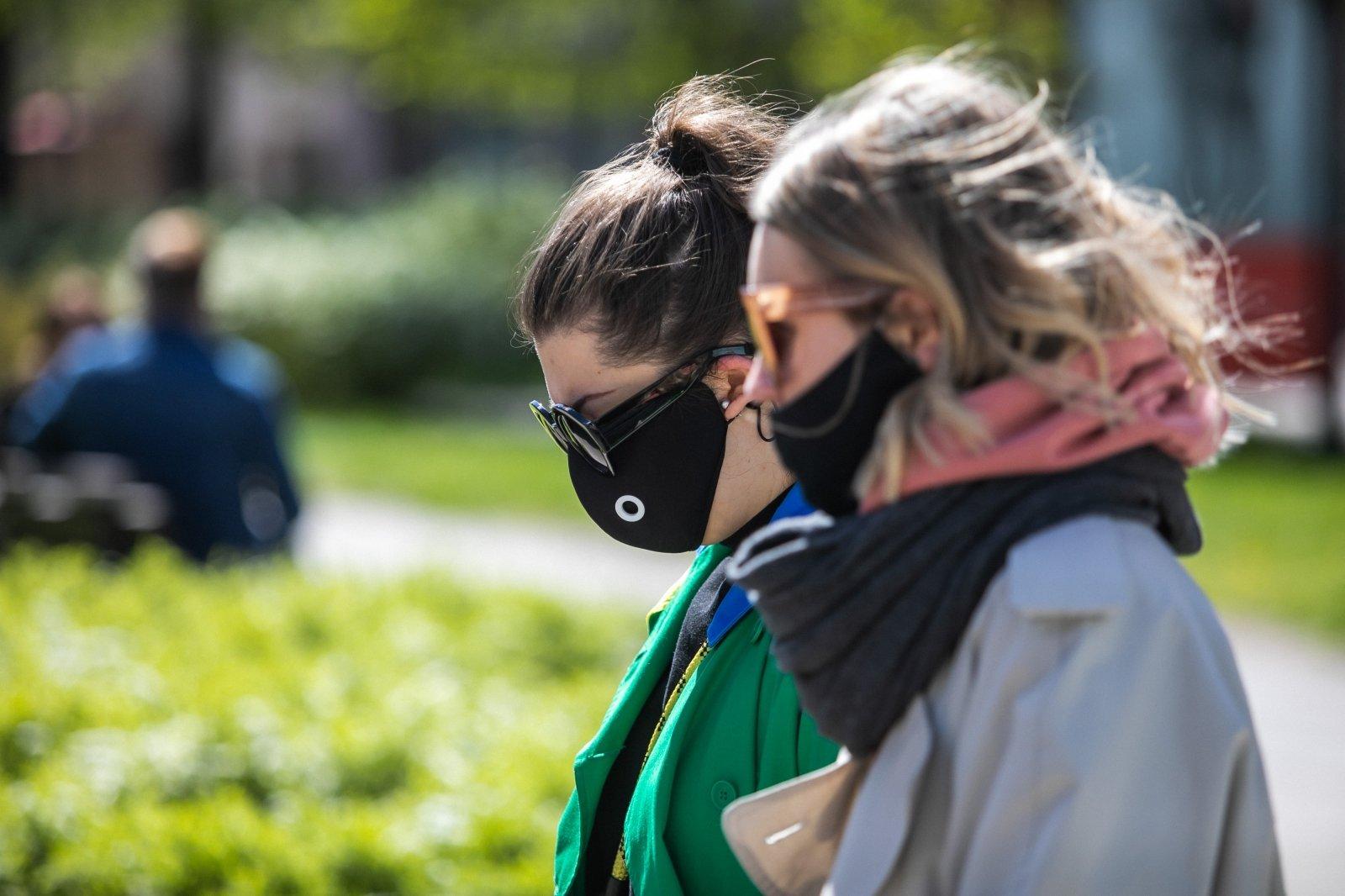 Со среды ношение масок в Литве станет необязательным