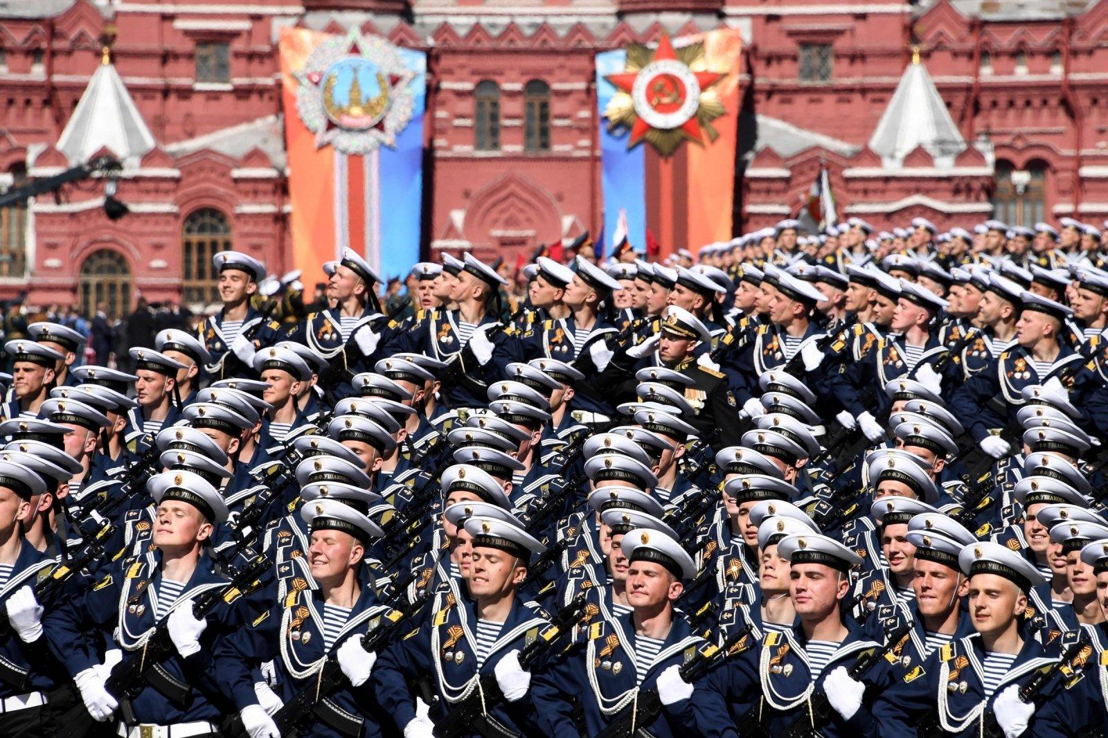 В Госдуме хотят перенести парад Победы на 24 июня