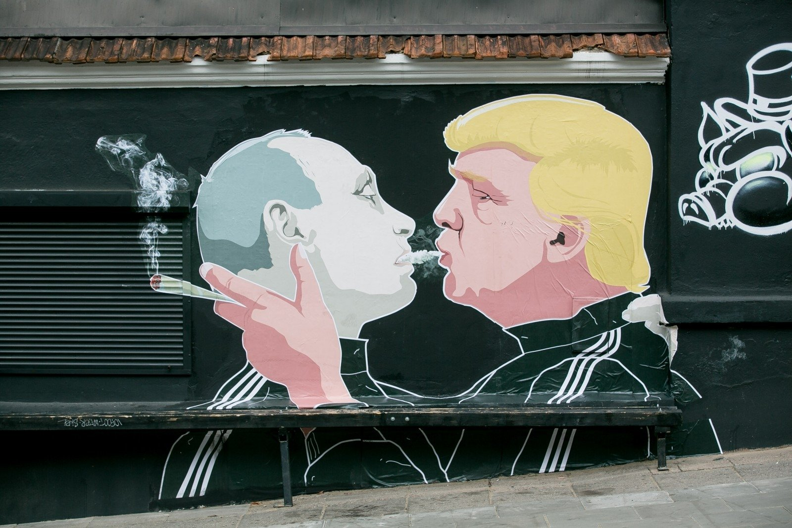 http://time.com/4336396/lithuania-mural-donald-trump-vladimir-putin-kiss/  Now it looks like this https://g3.dcdn.lt/images/pix/keule-ruke-atnaujinto-paveikslo-atidengimas-72322760.jpg