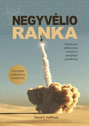 """Knygos """"Negyvėlio ranka: šaltojo karo ginklavimosi varžybos ir pavojingas jų palikimas"""" viršelis"""