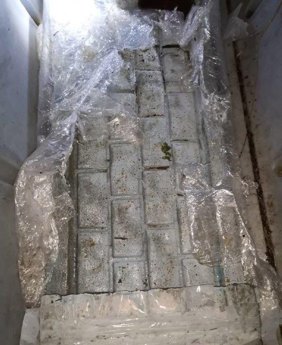 Baltarusių kontrabandininkai rūkalus į Lietuvą plukdė povandeniniu plaustu