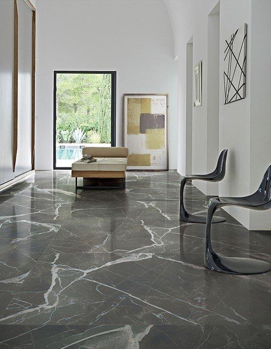Natūralaus akmens grindys (www.linea.lt nuotr.)