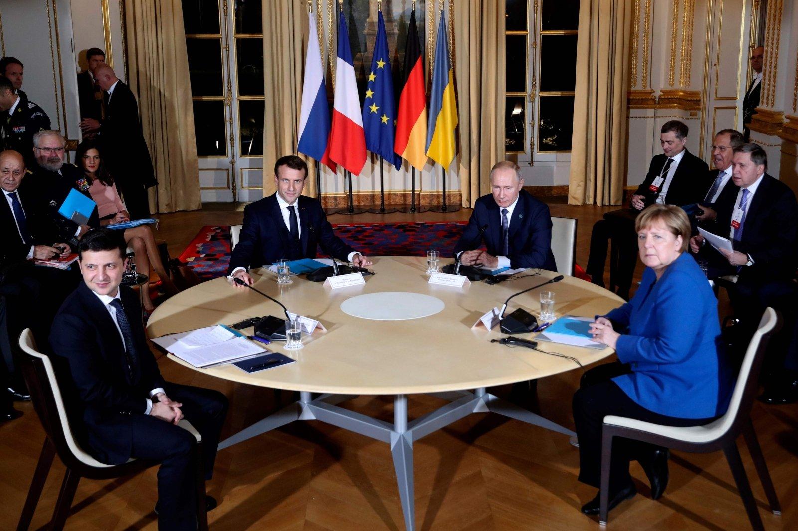 """Меркель и Путин обсудили встречу в """"нормандском формате"""""""