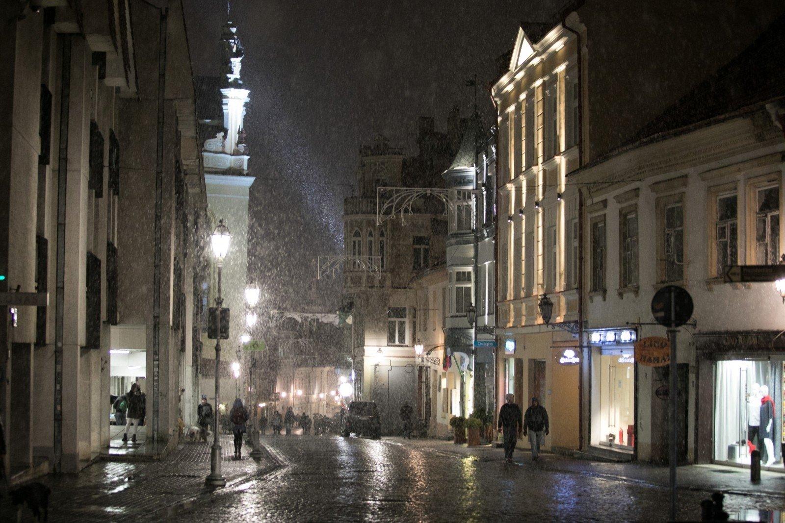Завтра в Украине будет холодно, воздух прогреется до +8 градусов