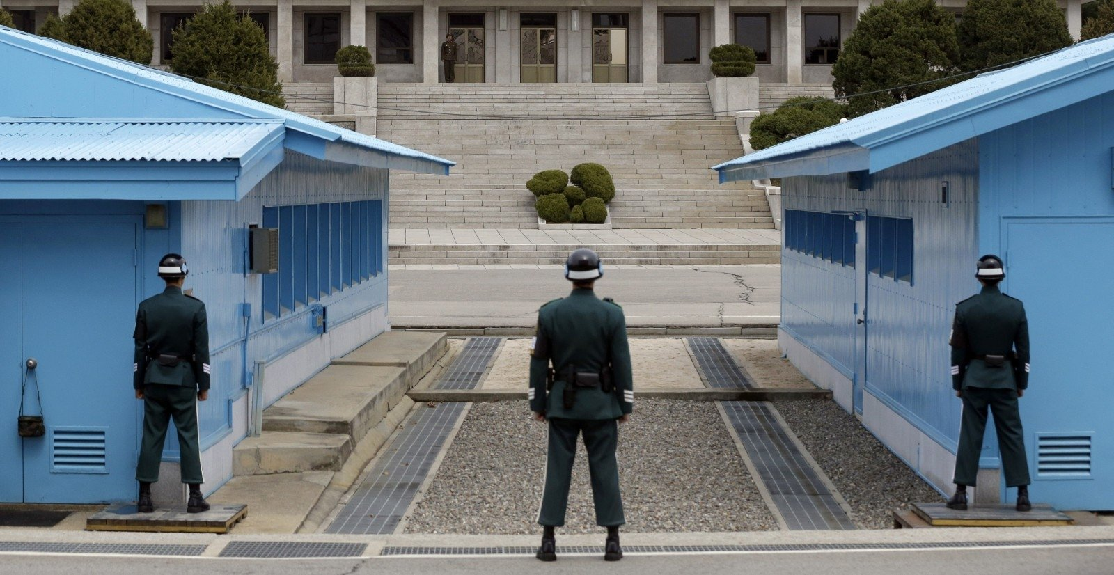 PHOTOS : The Demilitarized Zone on the border of North and South Pictures of north and south korea border