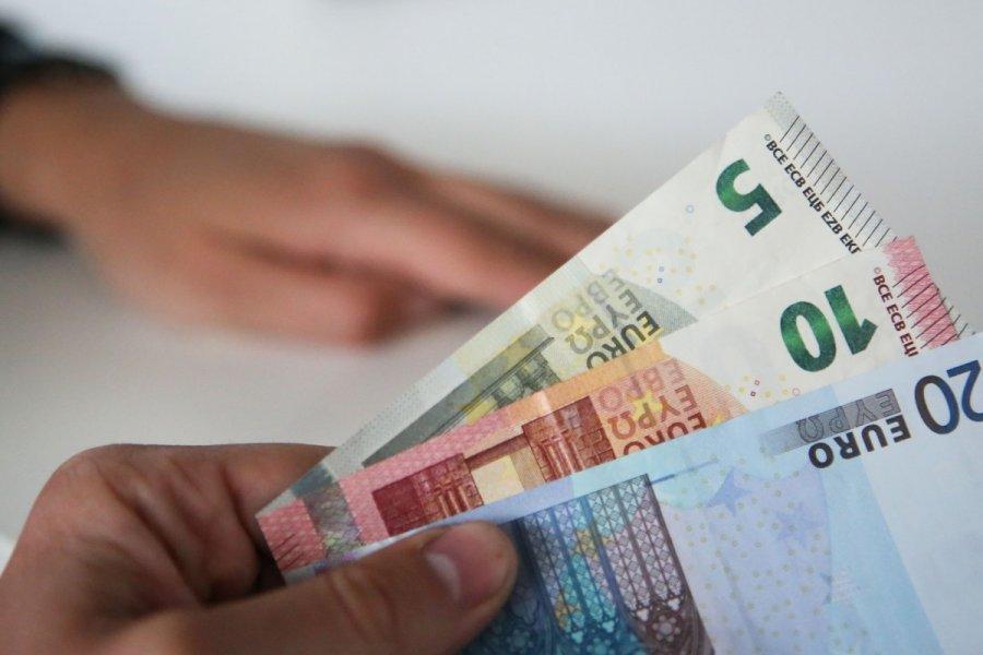 prekyba grynaisiais pinigais)