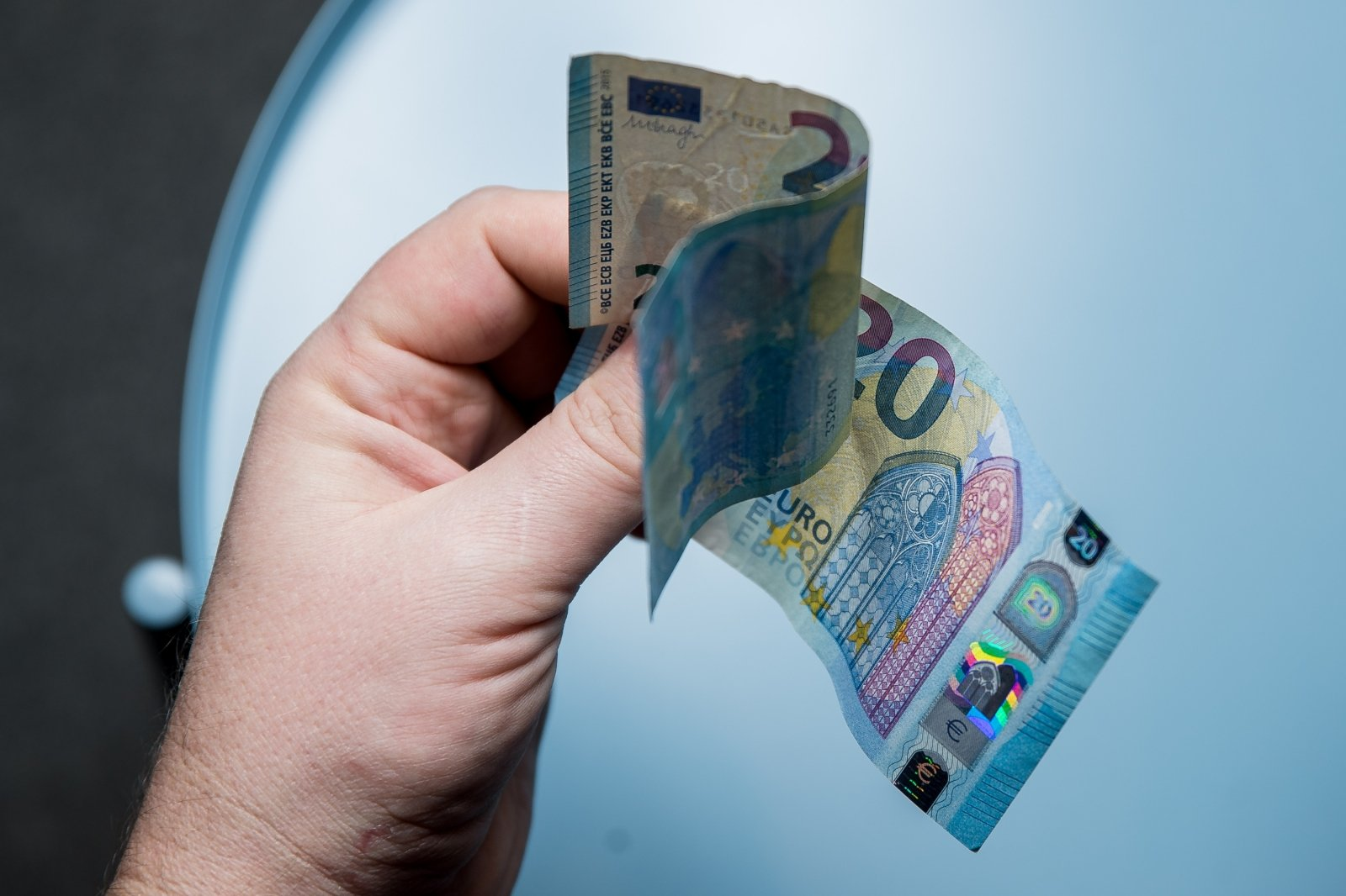 Латвийцам вернули 1,7 млн переплаченных налогов