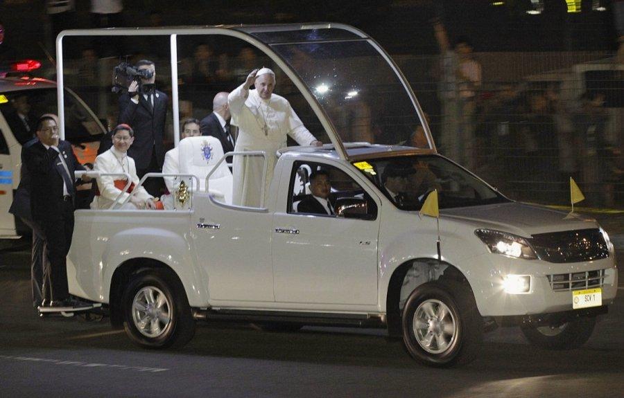 vatikanas ruo iasi is i puoliui prie popie i pranci k. Black Bedroom Furniture Sets. Home Design Ideas