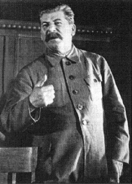 Prieš prasidedant SSRS–Vokietijos karui J. Stalinas į perspėjimus apie artėjančią grėsmę nekreipė nė mažiausio dėmesio.