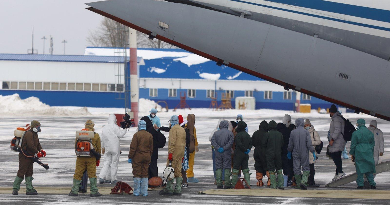 Два военных самолета эвакуировали изКитая 128 граждан России  - Природа