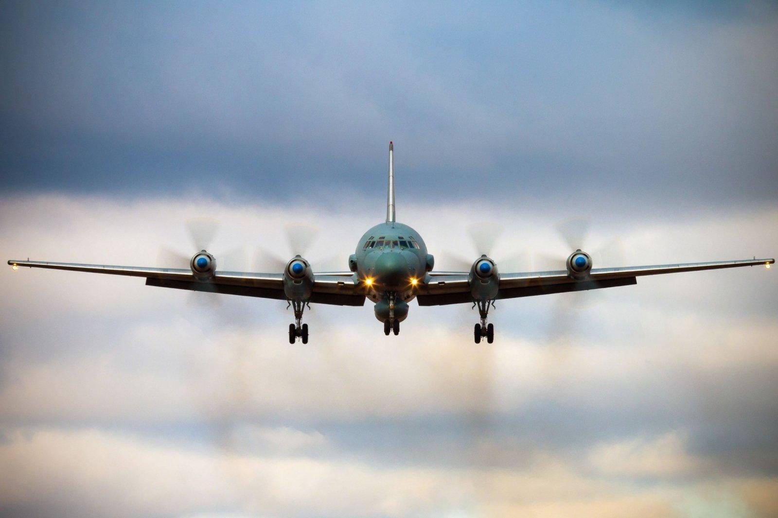 Су-27 отогнал истребитель НАТО отсамолета Шойгу сминистром наборту