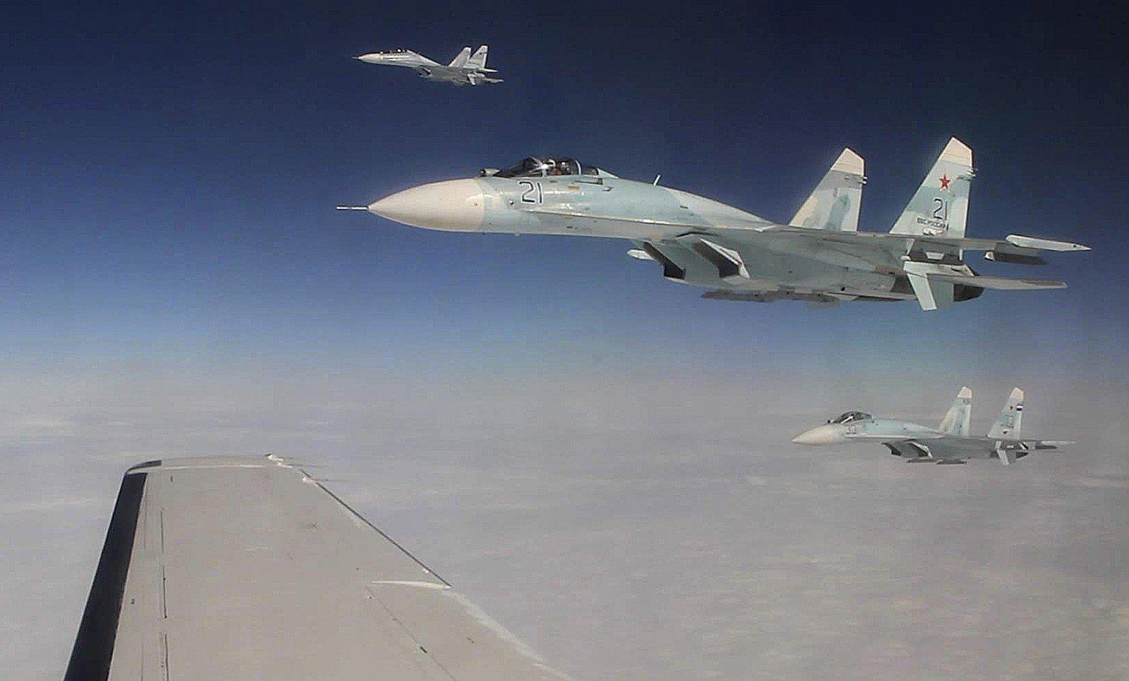 Русский Су-27 несовершал рискованных маневров около самолета США— Государственная дума