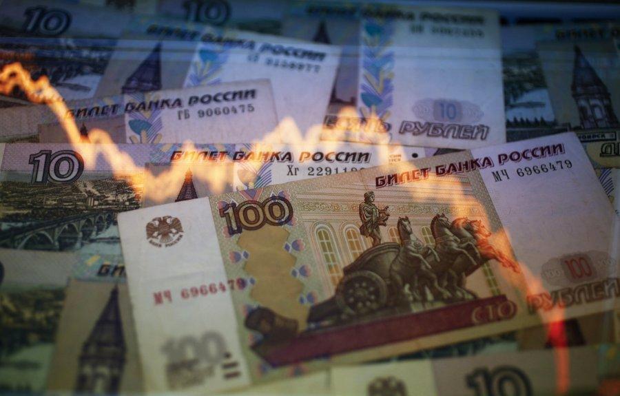 Вожидании ужесточения санкций руб. слабеет, аиностранцы реализуют госдолгРФ