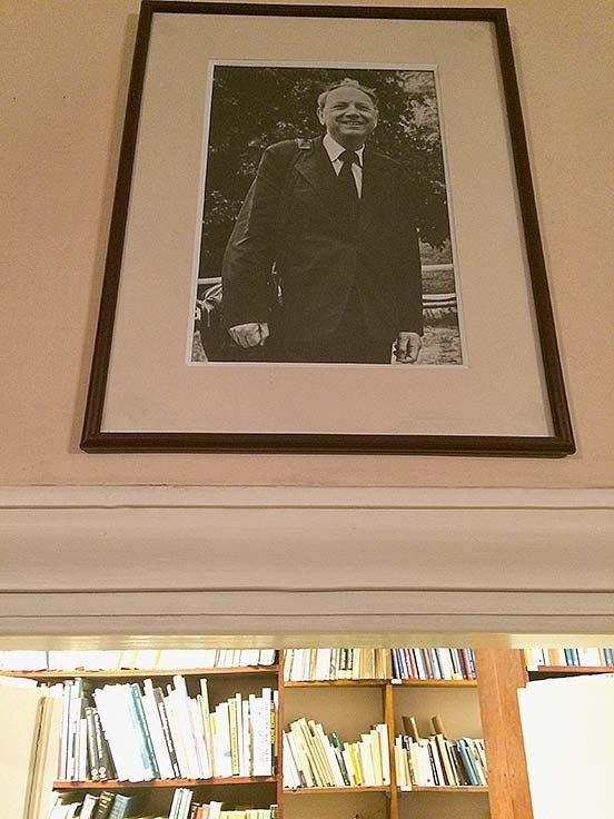 Bibliotekoje kabo menotyrininko Jano Białostockio portretas