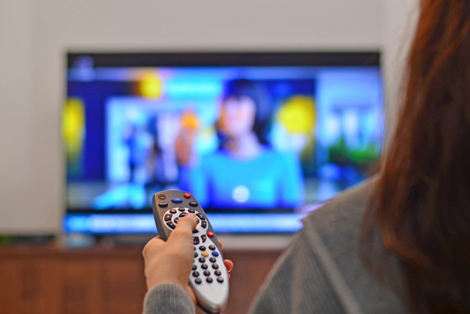 dirbti iš televizoriaus prekyba akcijomis ir pasirinkimo sandoriais