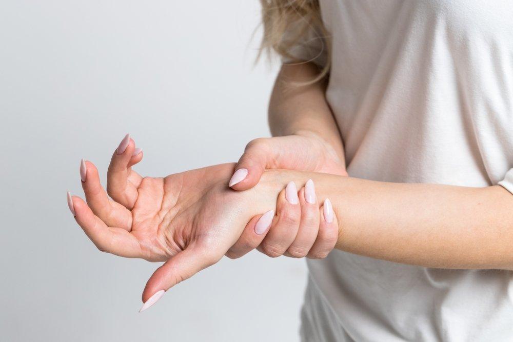 kairė ranka nutirpsta hipertenzija